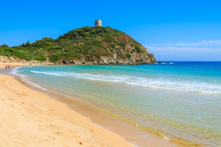 Sardegna-Vacanze-spiaggia-di-Chia-Su_Giudeu-Sud-Sardegna-le-cose-migliori-da-fare-in-sardegna-migliori-attività-in-sardegna