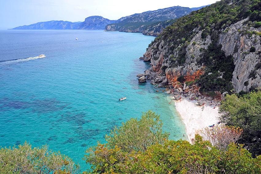 Italien-Südinien-Ostküsten-(Sardegna)-Cala-Gonone-Beach-ogliastra